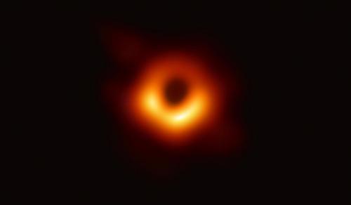 نخستین تصویر ارایه شده از یک سیاهچاله در کیهان برای انسان