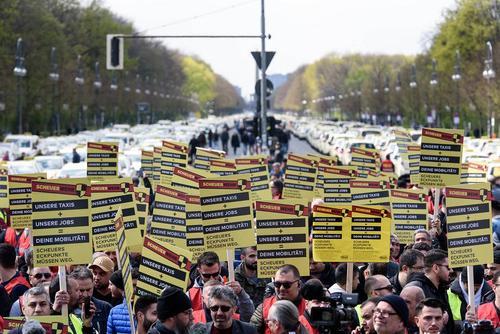 اعتصاب و تظاهرات رانندگان تاکسی در برلین آلمان