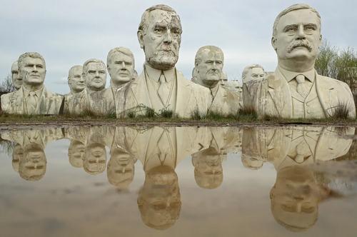 سردیس 43 رییس جمهوری تاریخ ایالات متحده آمریکا – روسای جمهوری تا پیش از باراک اوباما- در پارکی در ویرجینیا آمریکا/ گتی ایمجز