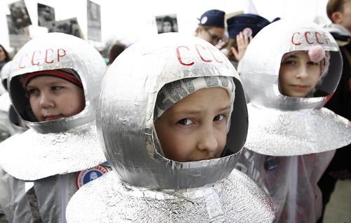 کودکان روسی در لباس فضانوردی در روز جهانی کیهان شناسی در مسکو/ ایتارتاس