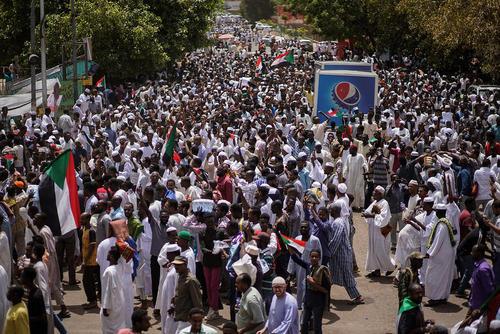 تظاهرات سودانیها علیه حکومت نظامی در شهر خارطوم/ خبرگزاری آلمان