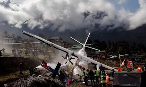 دو کشته در تصادف یک هواپیما با هلیکوپتر در فرودگاهی در نپال