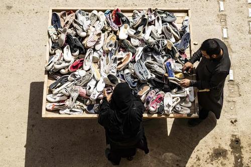 کفش فروشی سیار در شهر رقه سوریه/ خبرگزاری فرانسه