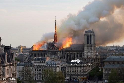 تصاویر/ آتش سوزی در کلیسای نوتردام در پاریس