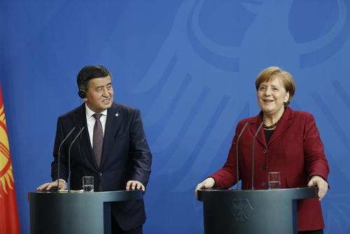 نشست خبری مشترک رییس جمهوری قرقیزستان و صدراعظم آلمان در شهر برلین/ پاسیفیک پرس