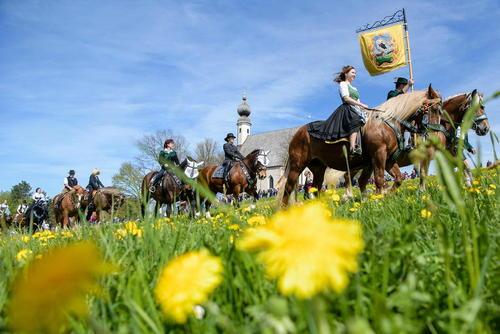 آیین سالانه اسب سواری در دوشنبه عید پاک در