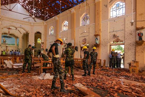 بقایای انفجار تروریستی در کلیسای