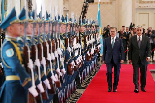 استقبال رسمی رییس جمهوری قزاقستان از همتای کره جنوبی خود در شهر