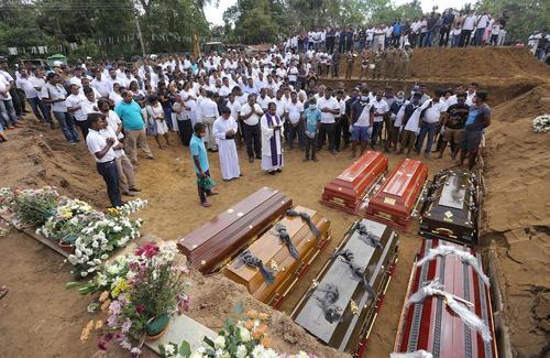 مراسم تدفین قربانیان حملات تروریستی اخیر در سریلانکا