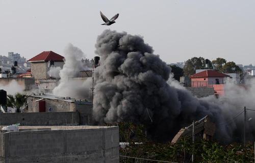 تخریب خانه یک فلسطینی در کرانه باختری. این مرد فلسطینی با حمله چاقویی یک سرباز اسراییلی را به قتل رسانده است./ شینهوا