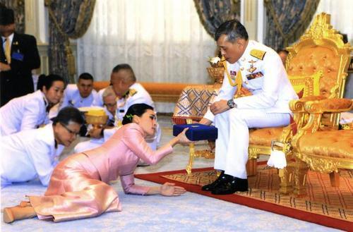 ازدواج پادشاه تایلند/عکسها: خبرگزاری فرانسه و آسوشیتدپرس