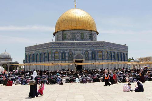 نخستین نماز جمعه در ماه رمضان در مسجد الاقصی در شهر قدس/APA
