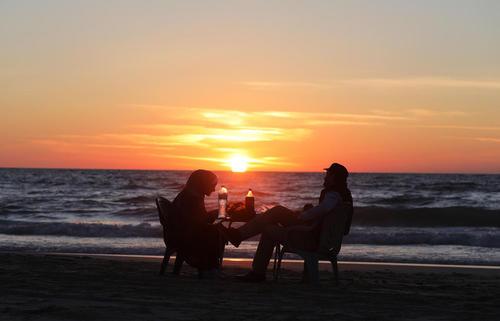 افطار در ساحل غزه