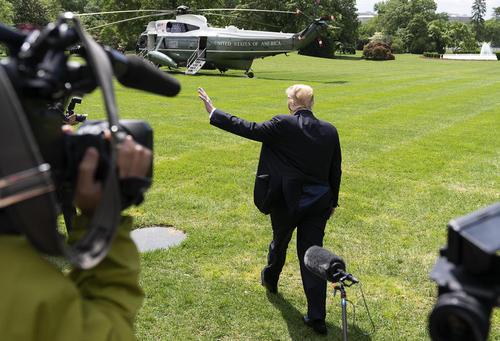 خداحافظی ترامپ از اصحاب رسانه در کاخ سفید برای عزیمت به ایالت لوییزیانا/CNP