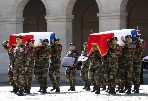 مراسم تشییع دو سرباز نیروی دریایی فرانسه کشته شده در گروگانگیری بورکینافاسو در پاریس