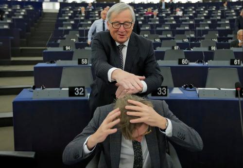 شوخی رییس کمیسیون اروپا با مذاکره کننده ارشد اتحادیه اروپا درباره