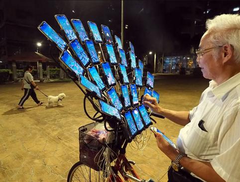 پیرمرد 70 ساله معتاد به بازی رایانهای