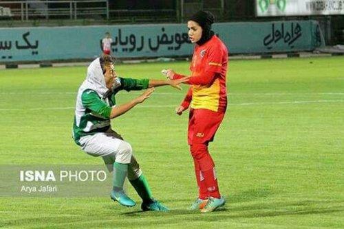 کتک کاری دختران فوتبالیست در لیگ برتر فوتبال بانوان (+تصاویر)