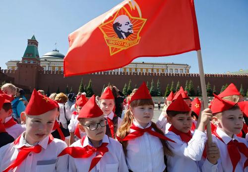 مراسم پیشاهنگی اعضای تازه وارد حزب کمونیست روسیه/ مسکو/ EPA