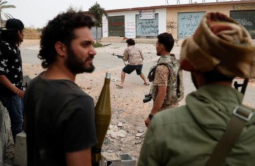 نبرد نیروهای نظامی دولت قانونی لیبی با نیروهای ژنرال