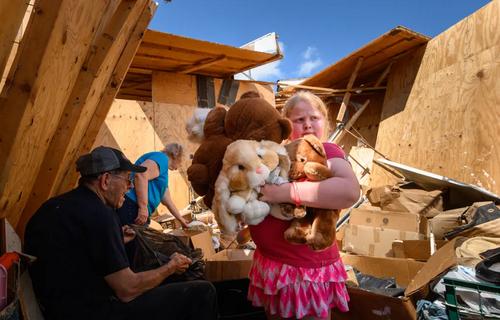 ویرانی خانهها در اثر تندباد در شهر