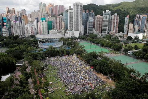 تظاهرات صدها هزار نفری معترضان هنگکنگی علیه قانون استرداد مجرمان به چین/ رویترز