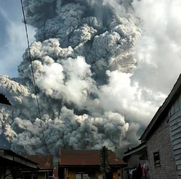 غبارهای آتشفشان