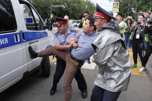 ادامه اعتراضات به انتخابات ریاست جمهوری اخیر قزاقستان/ آسوشیتدپرس