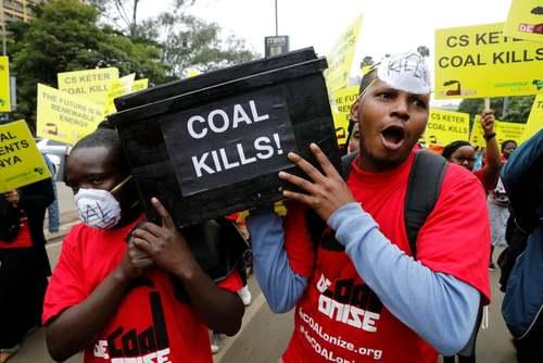 تظاهرات دوستداران محیط زیست در شهر نایروبی کنیا به ساخت یک نیروگاه ذغال سنگ/ رویترز