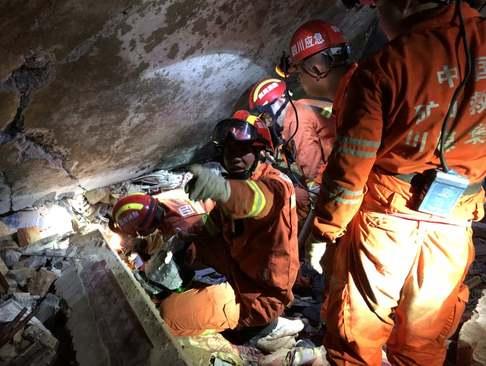 امدادرسانی به زلزلهزدگان در سیچوان چین/ گتی ایمجز