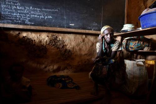 اسکان آوارگان جنگی در جمهوری دموکراتیک کنگو در مدارس/ رویترز
