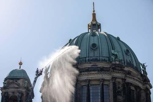 مانور اطفای حریق در کلیسای جامع شهر برلین آلمان/EPA
