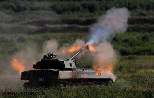 توپخانه خودکششی 2اس34 در وضعیت آتش فعال دیده می شود
