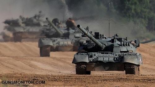 تانک های تی 80 یو در حال حرکت در فضای خارجی نمایشگاه