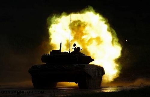 یک تانک تی 72-بی3 در حال آتش