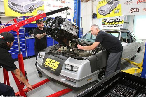 در این مرحله موتور روی خودرو نصب می شود. در ادامه سایر قطعات از جمله بخش کامیپوتر نیز روی مونت کارلو نصب می شود