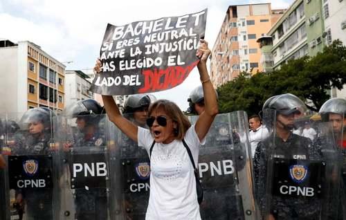 تظاهرات مخالفان حکومت ونزوئلا در شهر کاراکاس/ رویترز