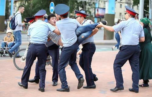 دستگیری مخالفان حکومت در شهر