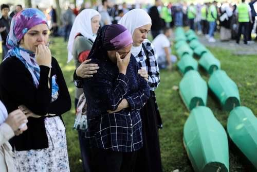 تشییع پیکر 33 قربانی تازه مکشوف فاجعه کشتار