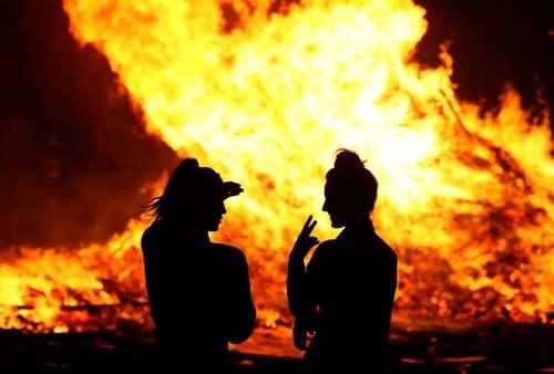 جشنواره آتشبازی شبانه در شهر
