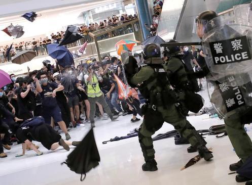 ادامه تظاهرات بر ضد چین در هنککنگ/ رویترز