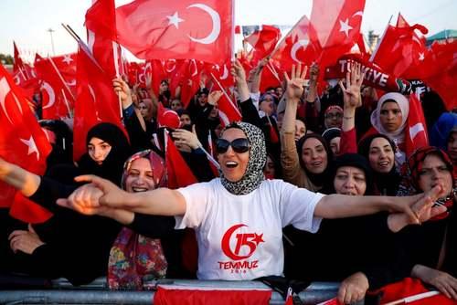 جشن حامیان اردوغان در سومین سالگرد کودتای نافرجام 15 ژوئیه ترکیه/ استانبول/ خبرگزاری آناتولی