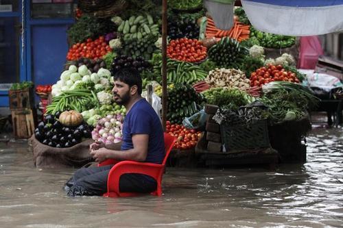بازار میوه و ترهبار در شهر لاهو پاکستان/ رویترز