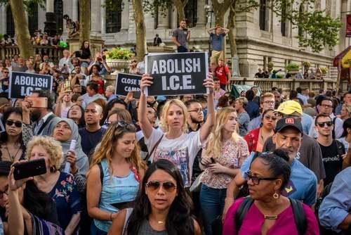تظاهرات بر ضد سیاستهای ضد مهاجرتی ترامپ در شهر نیویورک