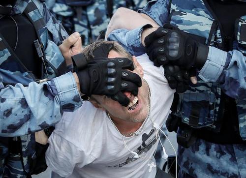 دستگیری صدها معترض در تظاهرات ضد دولتی در مسکو/ رویترز