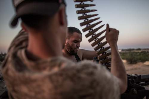 نیروهای تحت امر دولت وفاق ملی لیبی(دولت به رسمیت شناخته شده از سوی سازمان ملل) در حال نبرد با نیروهای ژنرال