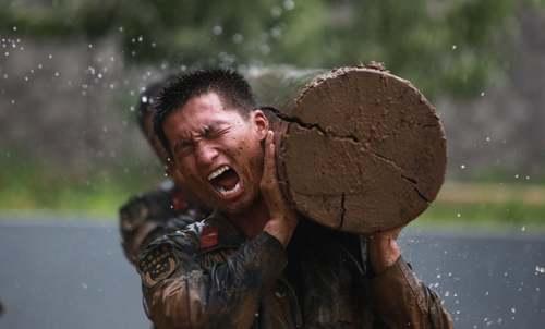 تمرینات بدنی سخت پلیس نظامی چین/ گتی ایمجز