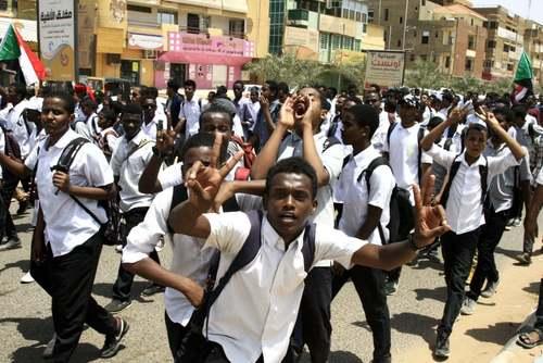 تظاهرات دانشآموزان در شهر