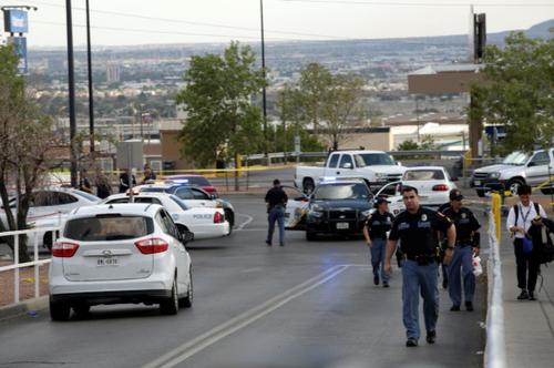نیروهای پلیس در محوطه تیراندازی/ تگزاس/ الپاسو/ رویترز