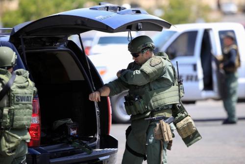 نیروهای ویژه آمریکا پس از تیراندازی در حال آماده شدن برای انجام عملیات هستند/ رویترز